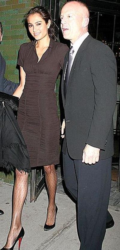 На недавней пафосной вечеринке по поводу 30-летия Эштона Катчера Брюс Уиллис представил Деми и Эштону свою невесту, как две капли воды напоминающую его бывшую супругу…